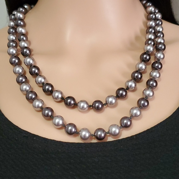 Light pearl bead necklace.